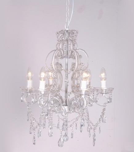 Magnifiques lustres Maison d'un rêve. Exemple : ce lustre chandelier transparent !