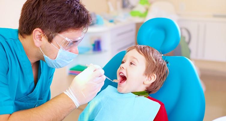 Consultez un dentiste de garde en cas de lésions ou d'irritations sévères dans la bouche