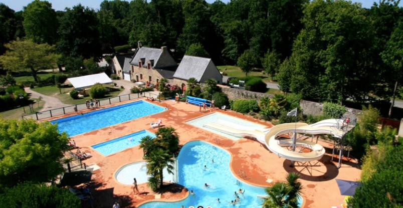 Camping met zwembad en glijbaan bij château de Galinée