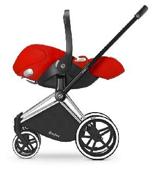 Le châssis Priam Cybex avec roues trekking est idéal pour faire un jogging tout en promenant bébé !