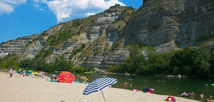 La Grand' Terre : camper au bord de la rivière Ardèche (près de Ruoms) !